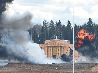 Participants storm a replica of the Reichstag during a historical military reenactment of The Battle of Berlin between the former Soviet Union and the Nazis to mark the 72nd anniversary of victory in the World War II at Patriot Park in Kubinka outside Moscow on April 23, 2017. About 1200 people from ten countries took part in the reenactment. / AFP PHOTO / VASILY MAXIMOV