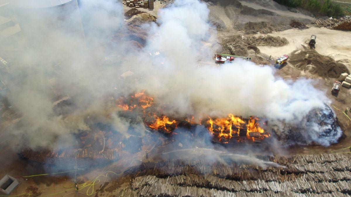 Eine überwältigende Aufnahme des Brandes aus der Luft.