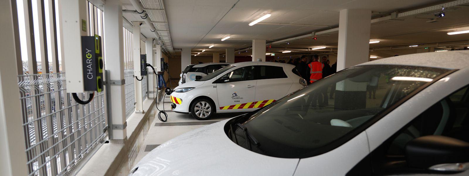 Vingt voitures hybrides ou électriques sont assurées de trouver une borne de charge.