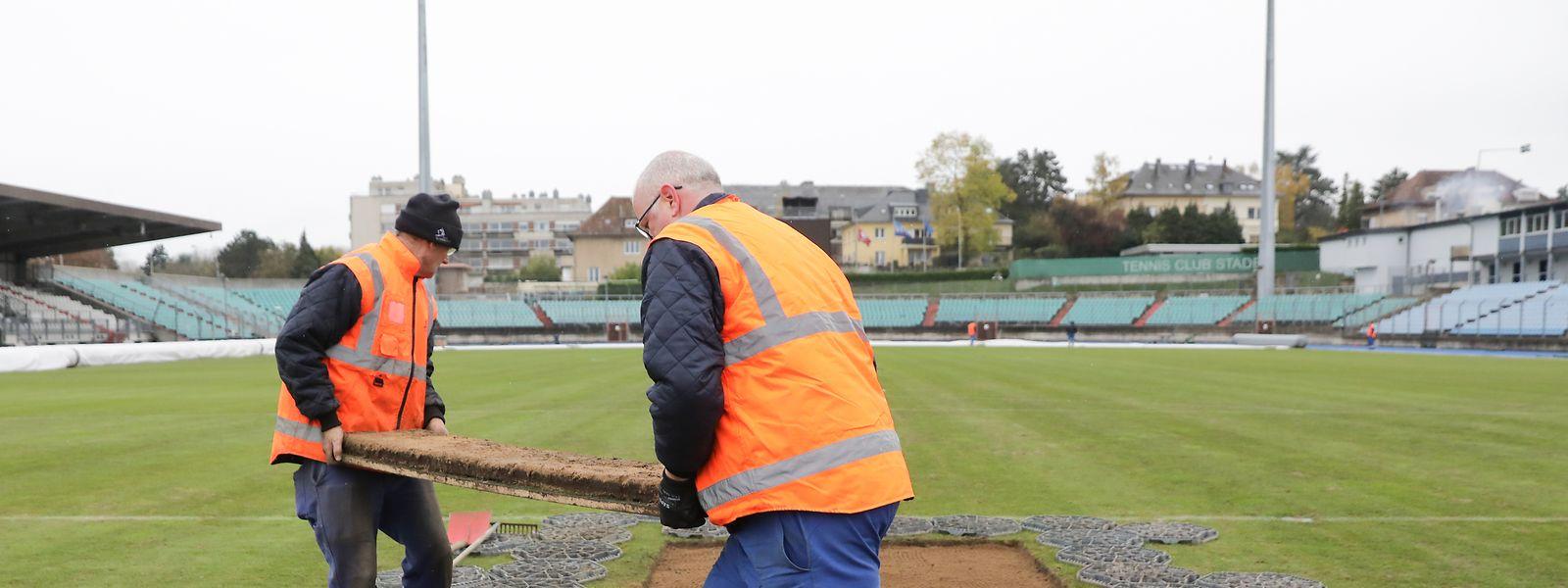 Le délégué de l'UEFA ne transige pas. C'est une réfection complète de la pelouse du stade Josy Barthel qu'il a imposée.