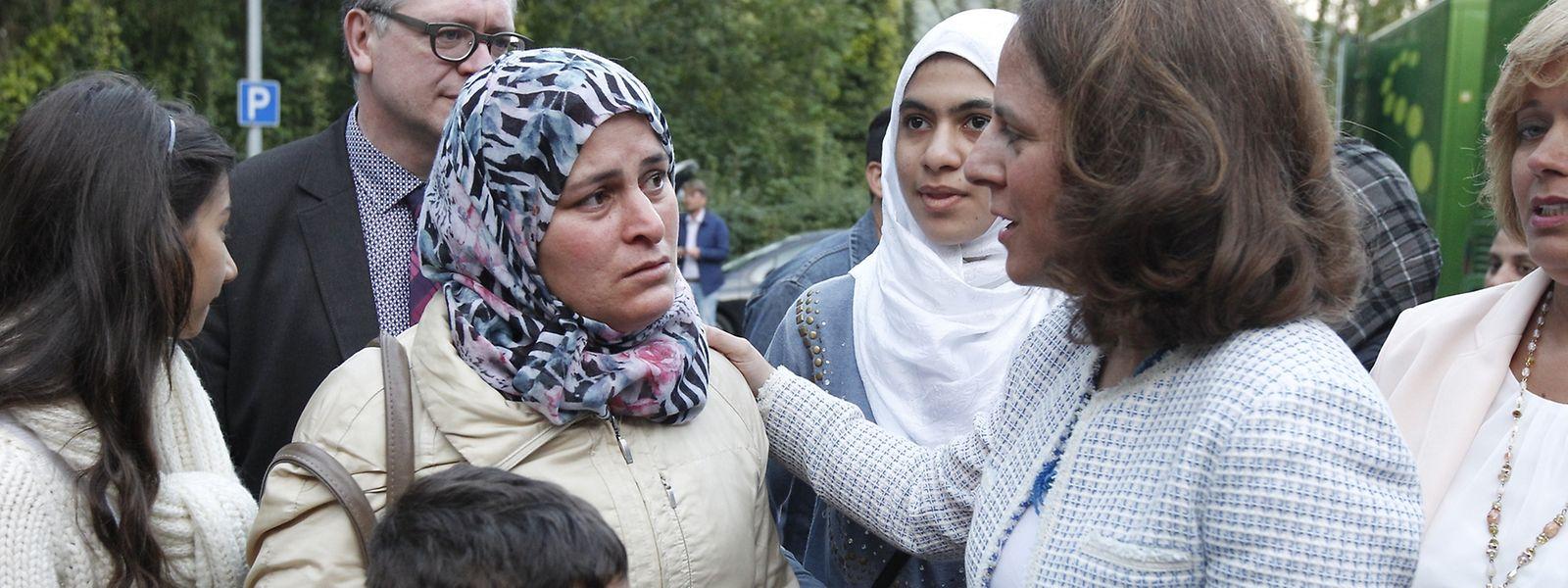 Die Integrationsministerin Corinne Cahen begrüßte die Flüchtlinge bei ihrer Ankunft in Weilerbach.