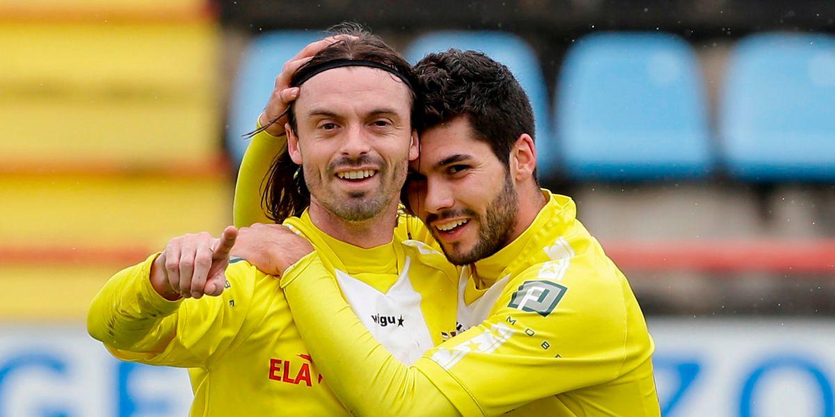 Jonathan Jager, ici sous les couleurs de Dudelange, félicité par Joël Pedro après un but contre Etzella.