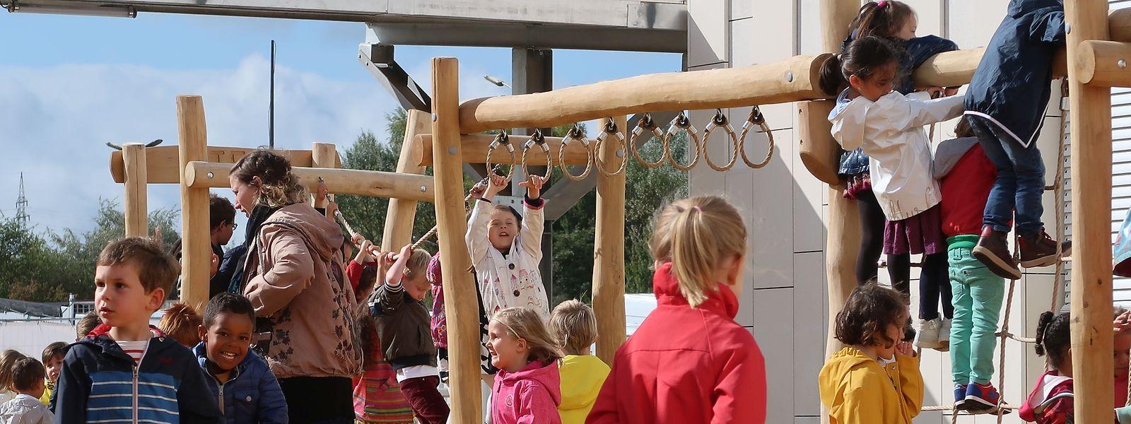 Dans la nouvelle école, une cour est réservée aux seuls élèves de la maternelle.