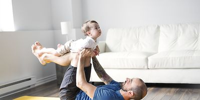 Father or mother and baby yoga at Liewensufank