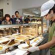 In den Restopolis-Schulkantinen ist die Auswahl groß. Alle Vorlieben können die Köche jedoch nicht bedienen.