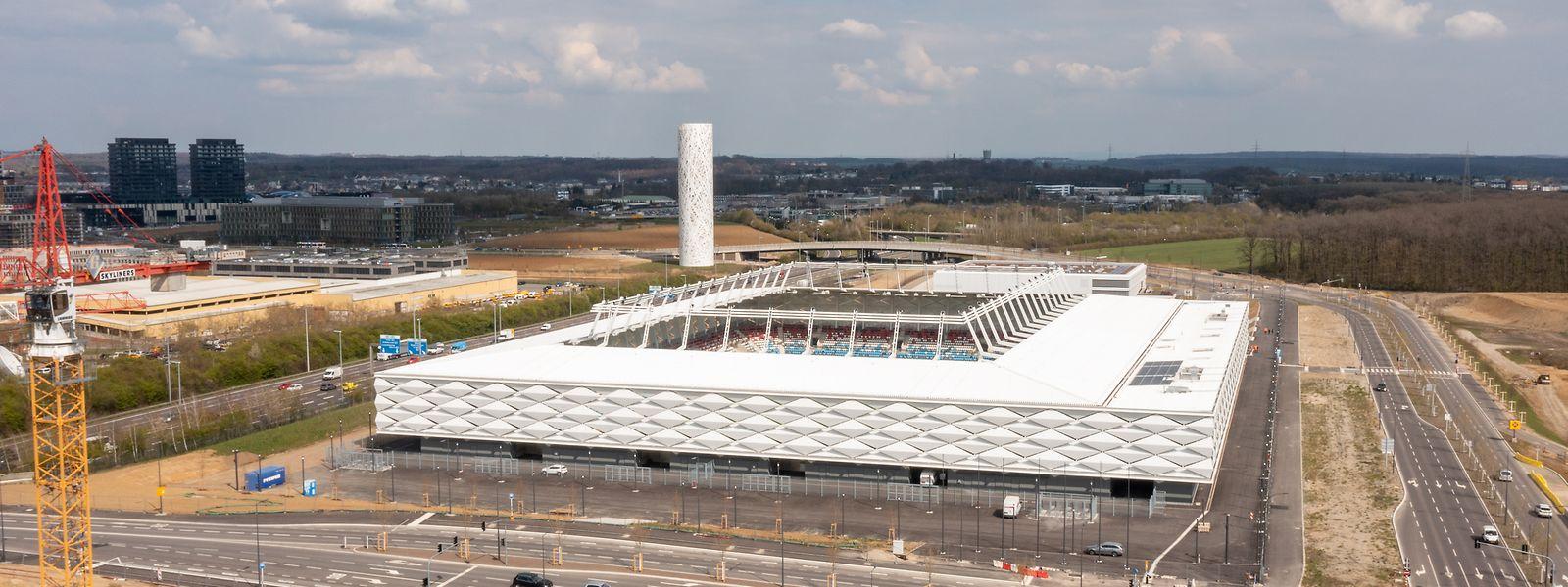 """Das Stadion ist """"eigentlich fertig"""" (Lydie Polfer). Bis zum ersten Kick dauert es aber noch."""