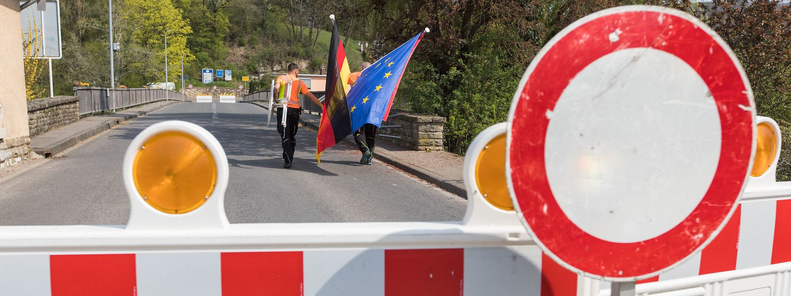 Bürger und Politiker fordern Deutschland auf, die Grenzen wieder komplett zu öffnen.