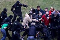 EDITORS NOTE: Graphic content / Law enforcement officers scuffle with demonstrators during a rally to protest against the Belarus presidential election results in Minsk on October 11, 2020. - Riot police swiftly detained dozens at a protest march in Belarus on October 11 after strongman leader  raised hopes for change by meeting jailed opposition figures. (Photo by STRINGER / AFP)