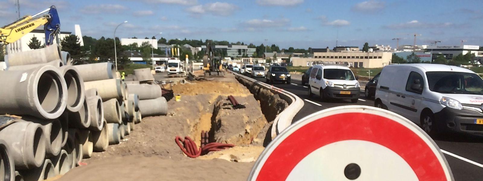 Wer von Gasperich über den neuen Boulevard Raiffeisen will, muss starke Nerven haben: Ob im Stau oder auf dem Rad. Zu Fuß ist es derzeit noch eine Sache der Unmöglichkeit.