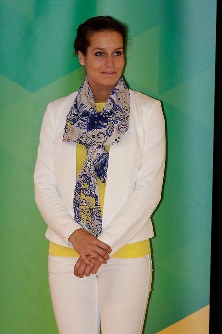 Sogar die hübsche Leichtathletin Charline Mathias wirkt im offiziellen Rio-Outfit der Damen eher unscheinbar.
