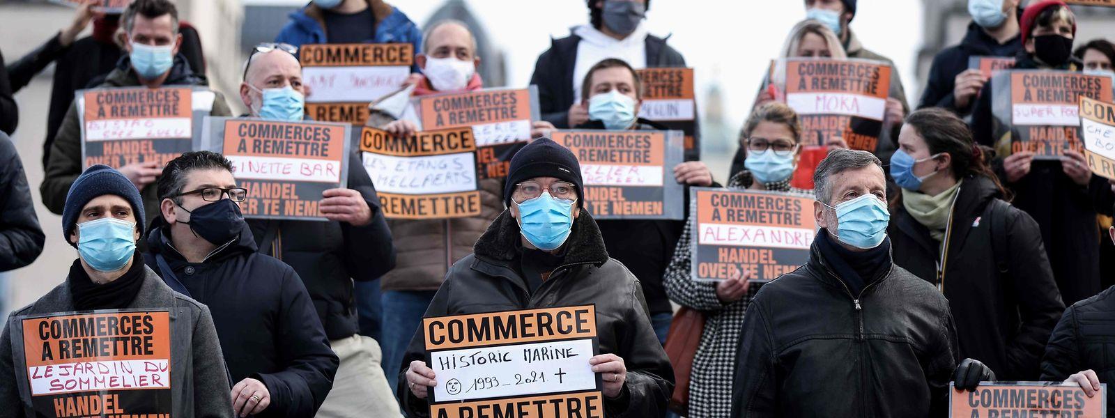 Comme ici, à Bruxelles, commerçants et restaurateurs continuent de manifester face aux restrictions qui ont mis leur activité à l'arrêt.