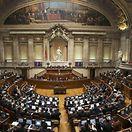 Governo aprova mudanças na lei laboral com apoio do PSD