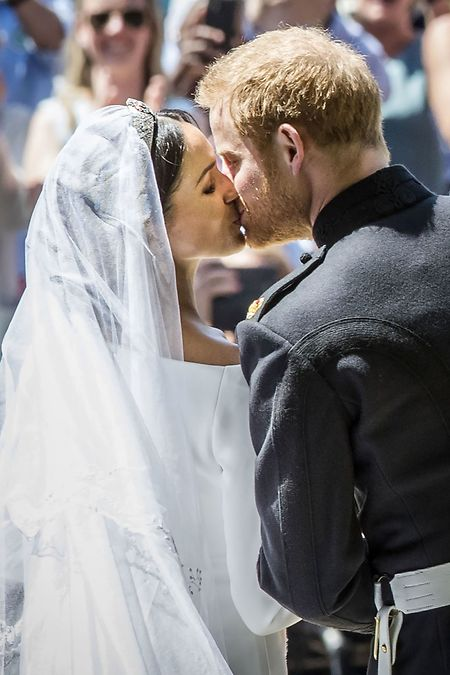 Der Moment, auf den viele Fans gewartet haben: der Kuss des Brautpaars.