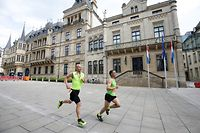 Francois Reding (links) und Domingos Silva vor der Chamber/ Leichtathletik Saison 2018 / 22.04.2018 /DKV Urban Trail Luxemburg 2018 / , Luxemburg /Foto: Ben Majerus