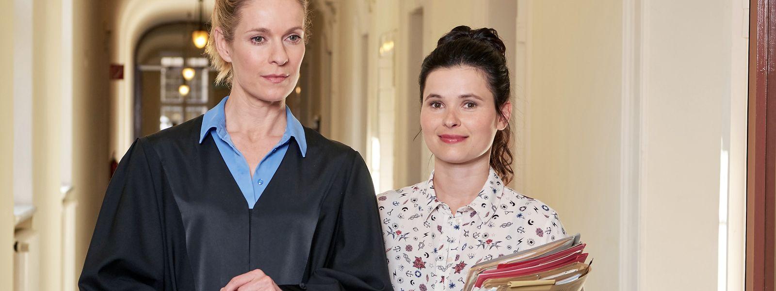 """In der ARD-Serie """"Die Heiland"""" eröffnet die blinde Anwältin Romy Heiland (Lisa Martinek, l.) ihre eigene Anwaltskanzlei."""