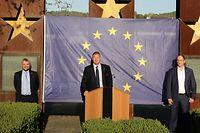 Die Bürgermeister trafen an einem denkwürdigen Ort, nämlich vor dem Denkmal für das Schengener Abkommen.