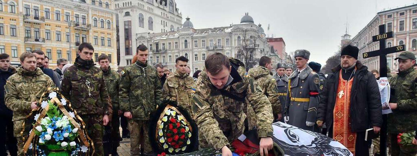 Noch während der Friedensverhandlungen wurden in den Kriegsgebieten ukrainische Soldaten getötet.