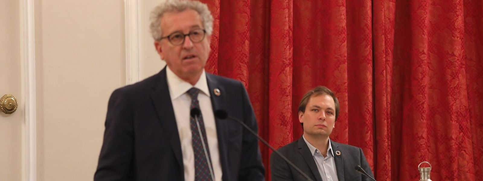 Der diesjährige Budget-Berichterstatter François Benoy (rechts, Déi Gréng) hörte dem Finanzminister besonders aufmerksam zu.