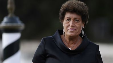 (FILES) This file photo taken on September 5, 2009 shows fashion designer Carla Fendi disembarking from a boat as she arrives at the Venice film festival. Honorary president of fashion house Fendi (LVMH), Carla Fendi, 80, passed away late on June 19, 2017 in Rome announced the Italian medias. / AFP PHOTO / Filippo MONTEFORTE