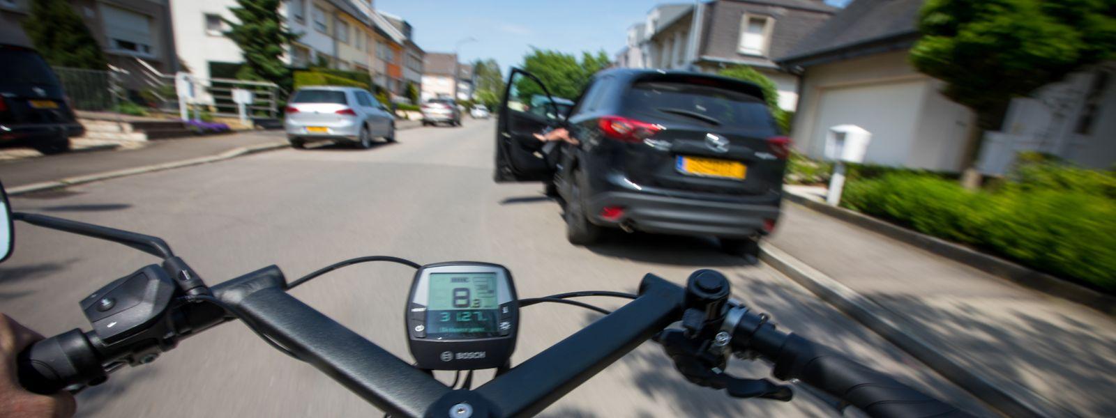 """Als """"Dooring""""-Unfälle werden Verkehrsunfälle bezeichnet, bei dem Autofahrer unachtsam die Tür öffnen und so Radfahrer in Gefahr bringen. Die Häufigkeit derartiger Zwischenfälle geht aus den Luxemburger Verkehrsstatistiken nicht hervor."""