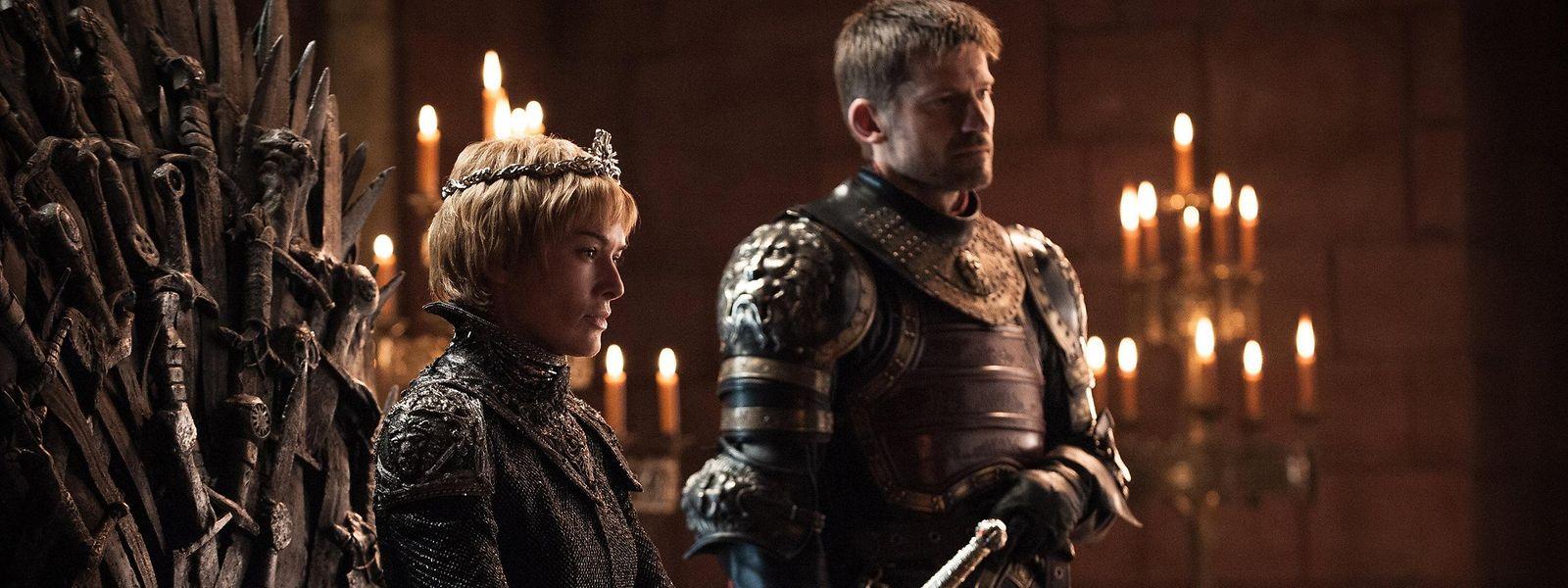 Königin Cersei Lannister (l.) und die anderen Figuren der Hitserie ziehen Millionen Zuschauer in ihren Bann.