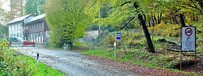 """Genau an dieser Stelle, nur ein paar Meter neben der """"Maison Stafelter"""" (im Hintergrund), verläuft der Tunnel """"Stafelter"""" knapp 3,5 Meter unter der Eisenborner Straße hindurch."""