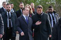 Ce mercredi matin le Premier ministre russe, Dmitri Medvedev, et Xavier Bettel ont déposé des fleurs devant le monument national de la solidarité au «Kanounenhiwwel».