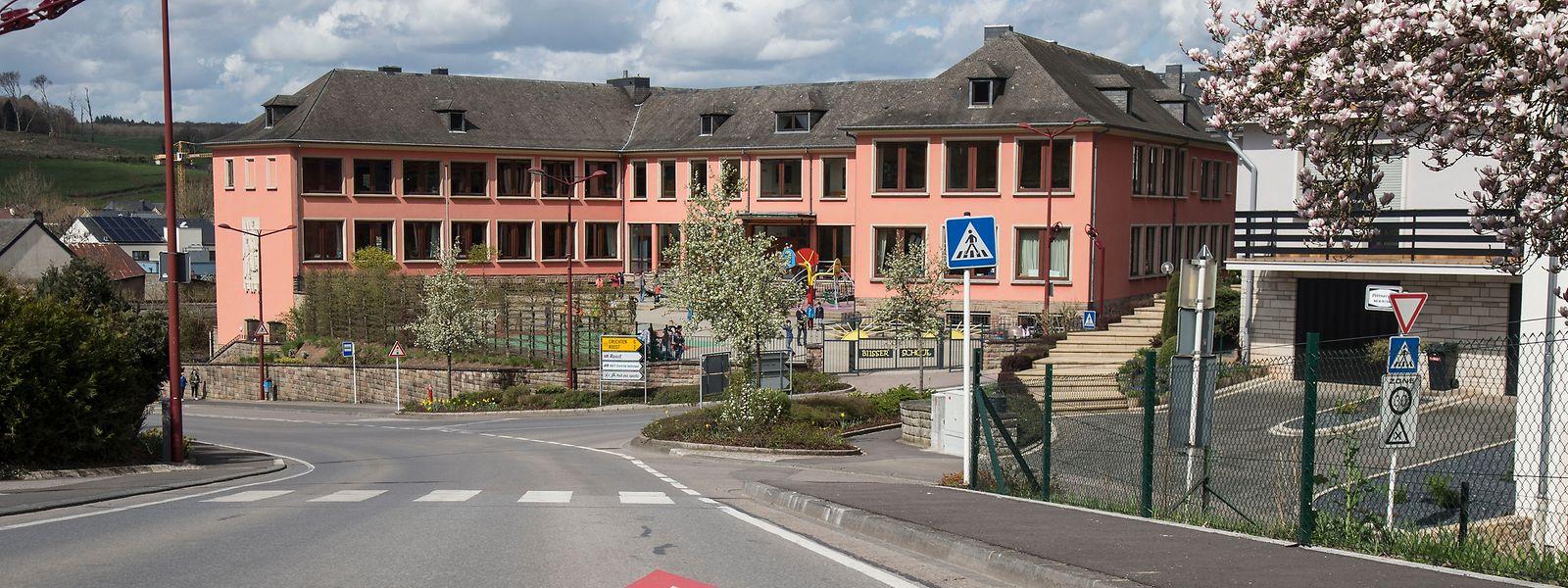 Der Lehrer unterrichtete in der Grundschule von Bissen, wurde jedoch aufgrund der Vorwürfe im Januar 2016 vom Dienst suspendiert.