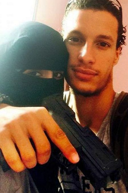 Ângela Barreto com o marido combatente do daesh Fábio Poças morto em combate.