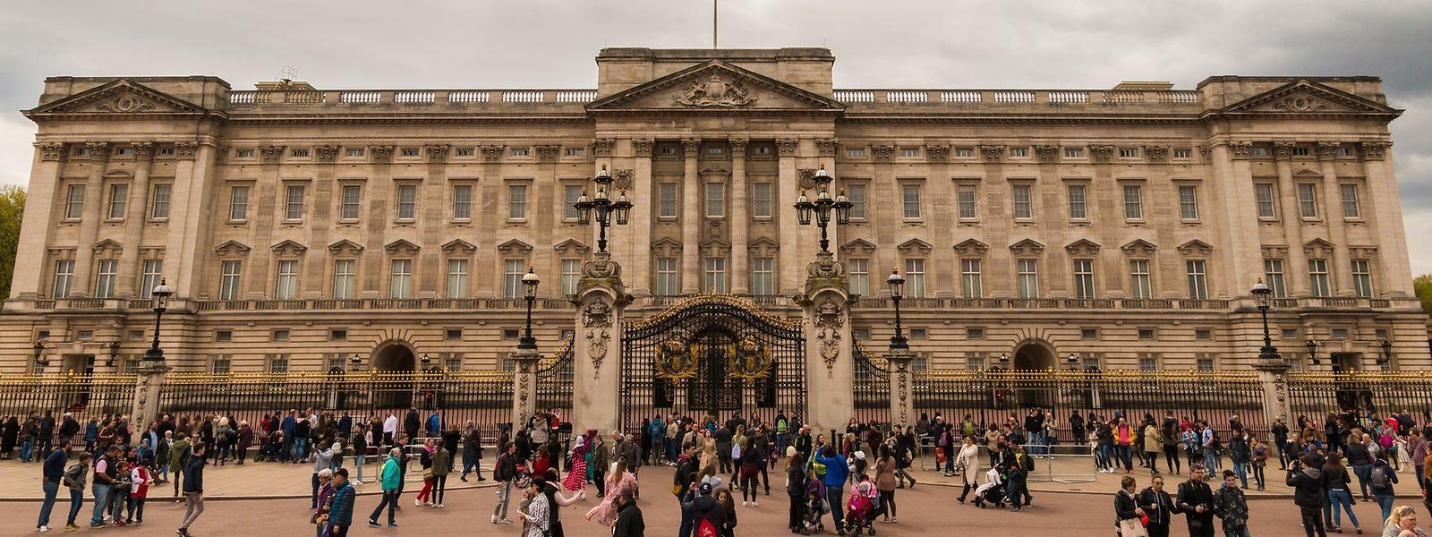 Der Eindringling kletterte über die Absperrungen und versuchte, sich Zugang zum Buckingham Palace zu verschaffen.