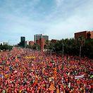 Centenas de milhares saem à rua em Barcelona pela independência e a libertação dos presos