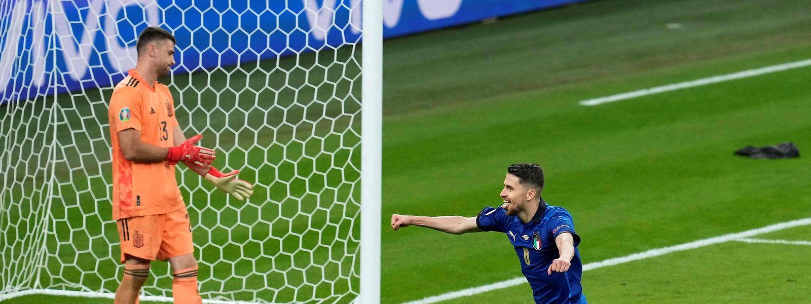 Italiens Jorginho verwandelt den entscheidenden Elfmeter.