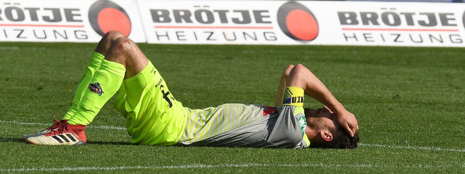 Obwohl der 1. FC Köln in die 2. Bundesliga muss, hat Jonas Hector seinen Vertrag bereits verlängert.