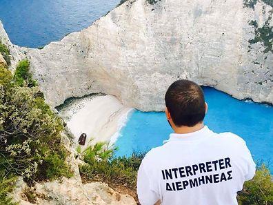 «Je n'étais pas parti en vacances depuis des années!», raconte Mattheo avec sa voix roque. Et «j'y suis toujours!», lance Mattheo Repapis en ce mois de décembre. Pas en vacances... mais à Zakynthos.