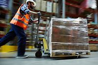 ARBEITER LOGISTIC OUVRIER