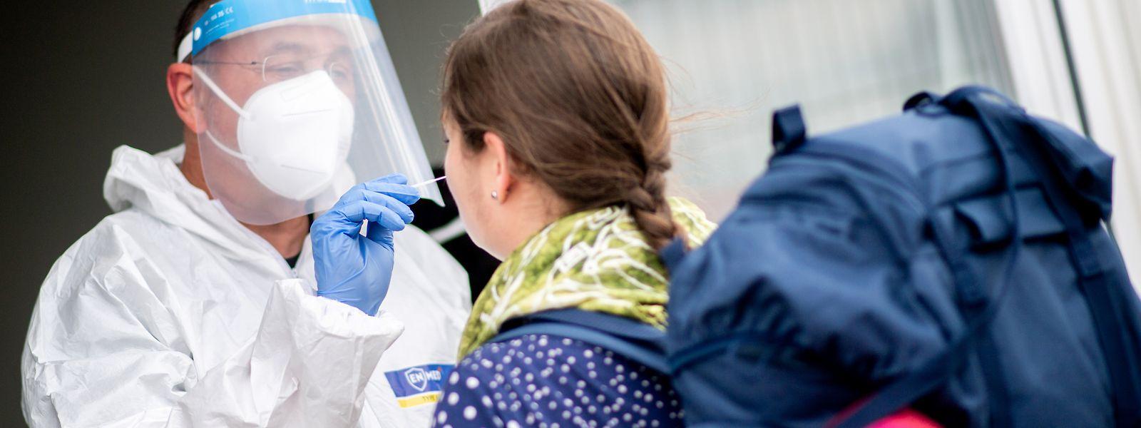 Avis aux voyageurs pressés d'avoir un certificat officiel de tests covid négatif, une soixantaine de pharmacies proposent déjà ce service.