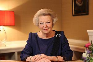 Königin Beatrix verkündet im niederländischen Fernsehen ihre Abdankung.