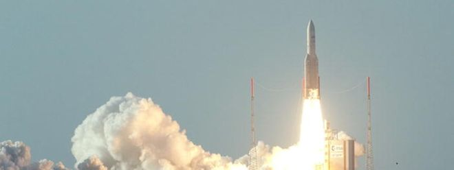 Die Ariane 5 (hier ein Start vom 2. August 2012 war bislang das Rückgrat des ESA-Programms.