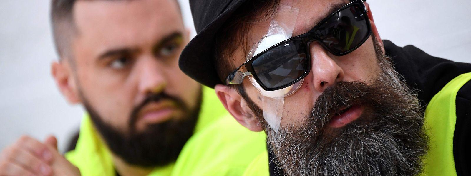 Jerome Rodrigues und Eric Drouet wehren sich gegen den brutalen Einsatz der Polizei.
