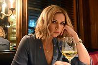 """ARD/SWR FILMMITTWOCH IM ERSTEN, """"Meister des Todes 2"""", am Mittwoch (01.04.20) um 20:15 Uhr im ERSTEN. Sabine (Veronica Ferres) ist unglücklich mit ihrem Leben und sucht Ablenkung davon im Alkohol.   Weitere Bilder finden sie über folgenden Link:  https://share.ard-zdf-box.de/s/ykxAMBy276FCZ3B © SWR/Diwa Film/Jürgen Olczyk, honorarfrei - Verwendung gemäß der AGB im engen inhaltlichen, redaktionellen Zusammenhang mit genannter SWR-Sendung bei Nennung """"Bild: SWR/Diwa Film/Jürgen Olczyk"""" (S2+). SWR Presse/Bildkommunikation, Baden-Baden, Tel: 07221/929-22202, foto@swr.de"""