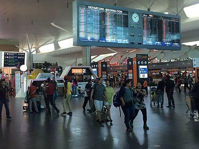 Des images de vidéosurveillance de l'attaque perpétrée à l'aéroport de Kuala Lumpur montrent que Kim Jong-Nam avait été approché par deux femmes qui lui ont apparemment projeté quelque chose au visage.
