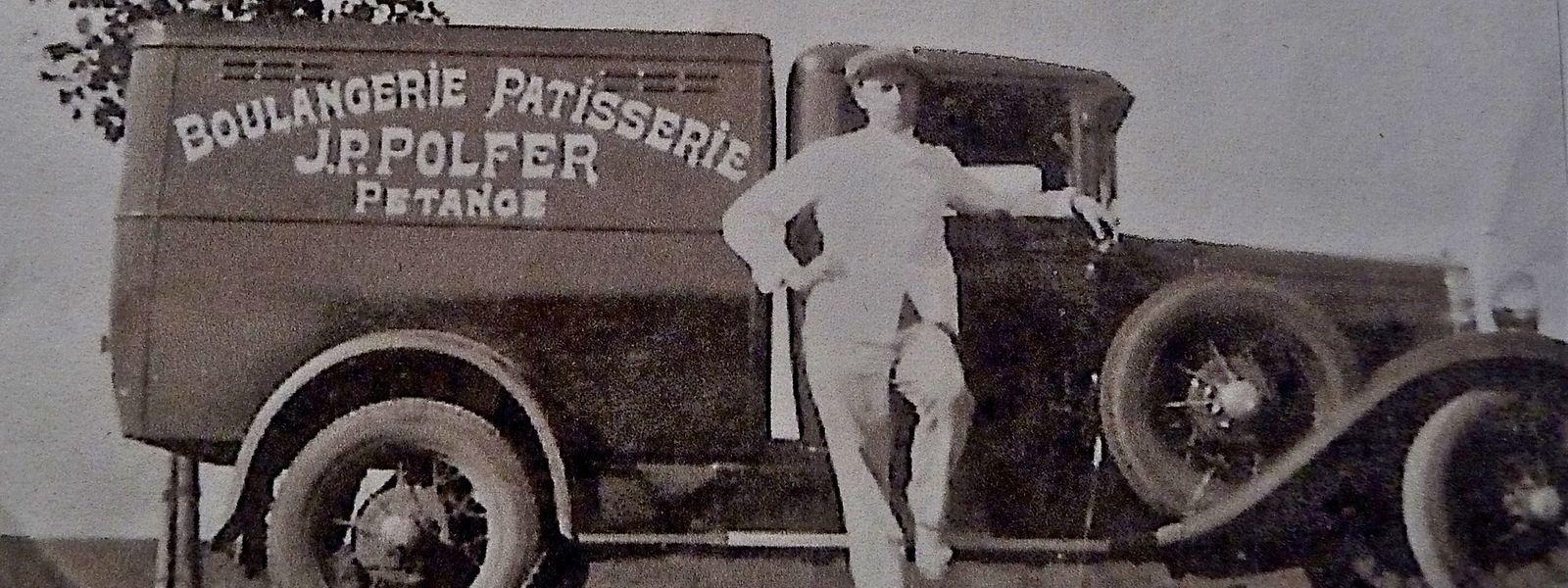 Jean-Pierre Polfer posiert vor seinem Bäckerfahrzeug.