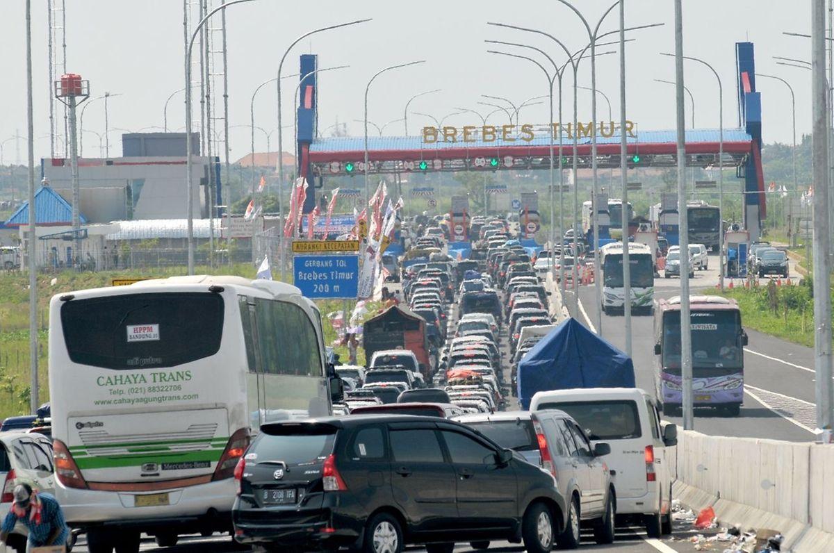 L'embouteillage monstre qui s'est produit à une sortie d'autoroute à Brebes, une ville située sur l'île de Java,