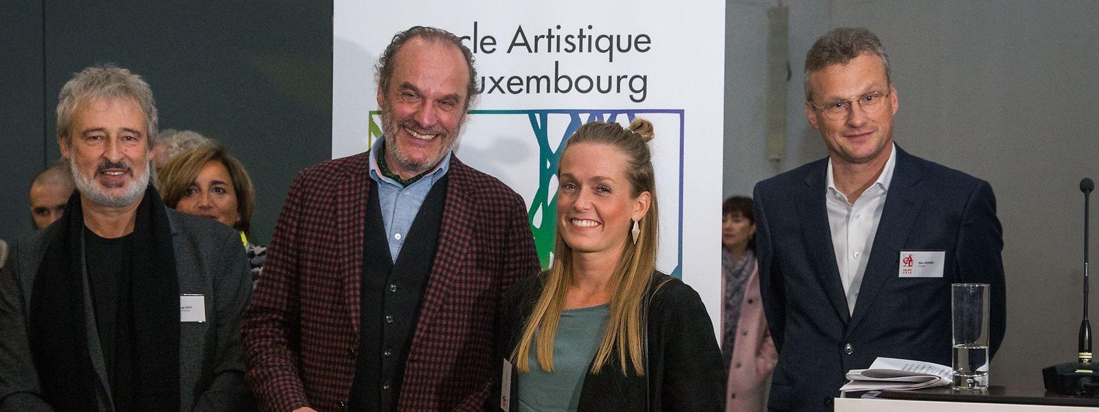 Die diesjährigen Preisträger Roland Schauls (2.v.l.) und Sandra Lieners (2.v.r.).