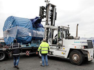 9.12.Wi / Flughafen Luxemburg / Neue Halle Heavy Cargo / Luxair / Cargolux / foto:Guy Jallay