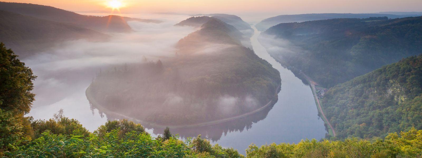 Die Saarschleife zählt zu den beliebtesten touristischen Attraktionen der Großregion. In der politischen Sphäre fristet die Region jedoch ein Schattendasein, auch bedingt durch die unterschiedlichen Kompetenzen der einzelnen Regionen, beziehungsweise Länder.