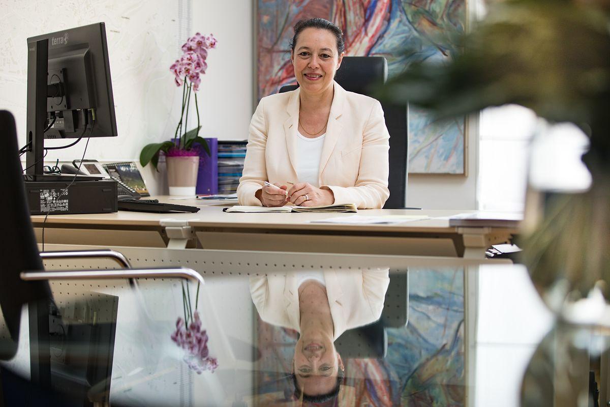 No gabinete de vereadora da capital luxemburguesa, um cargo de que vai abdicar para assumir o mandato em Bruxelas.
