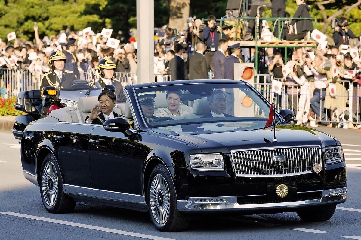Die maßangefertigte Limousine des Typs Toyota Century soll 6,6 Mio Euro gekostet haben.
