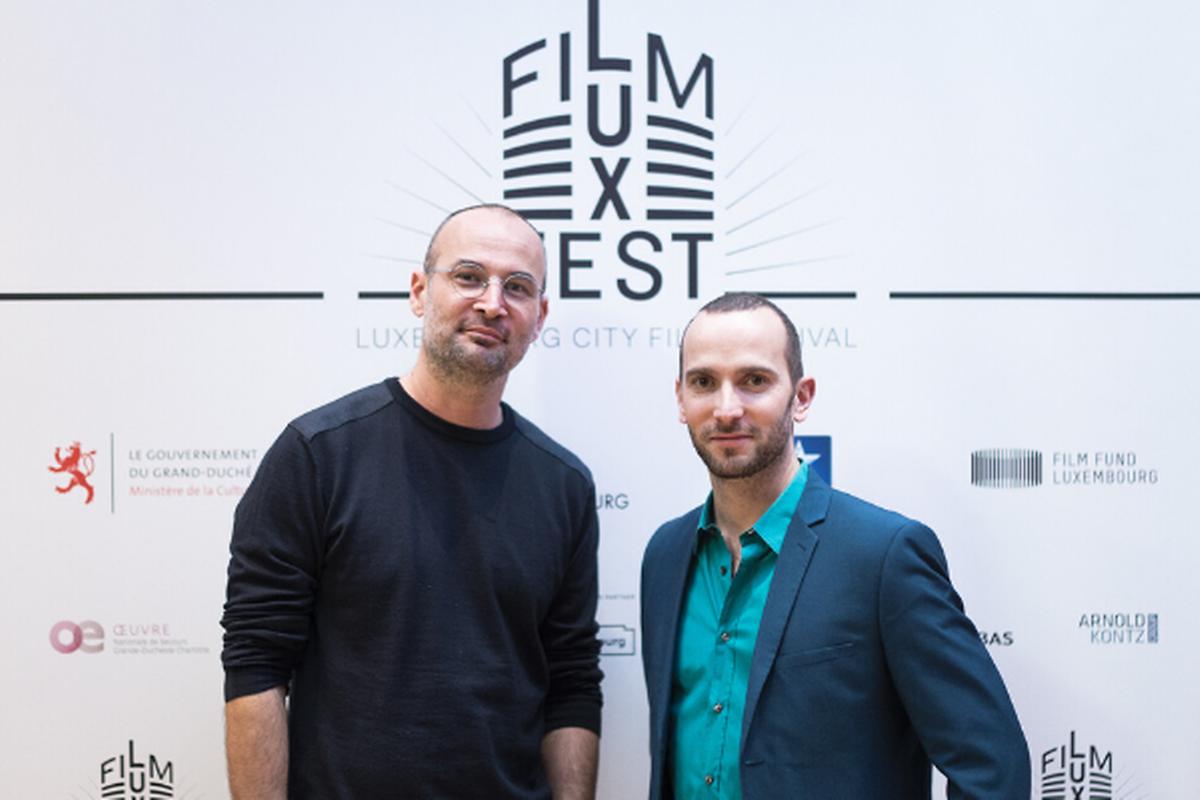 """Alexander Nanau (l.) Regisseur von """"Collective"""" und sein Luxemburger Produzent Bernard Michaux von  Samsa Film. """"Collective"""" hat 2020 beim LuxFilmFest die Trophäe für den besten Dokumentarfilm gewonnen."""