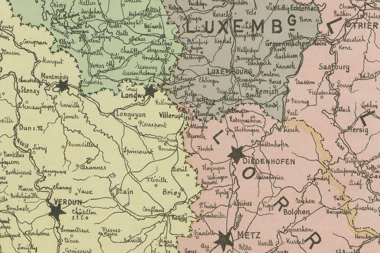 Atlas de guerre de 1914 représentant les frontières de l'époque. Les étoiles symbolisent les places fortifiées.